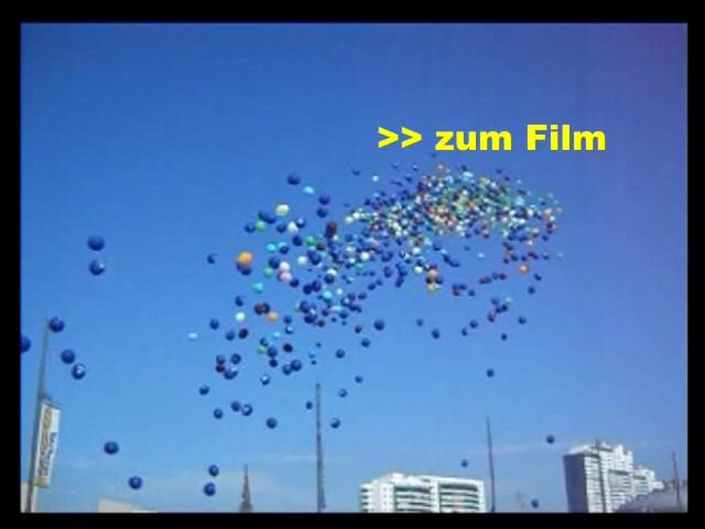 Film: Luftballons steigen mit Helium zum Kinderfest auf