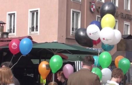 Auch große Kinder lieben Luftballons