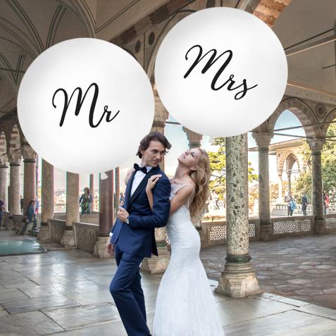 Mr. and Mrs. große weiße Ballons zur Hochzeit