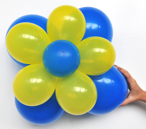 ballonsupermarkt ballonblumen set blumen aus luftballons blau gelb 5 st ck. Black Bedroom Furniture Sets. Home Design Ideas