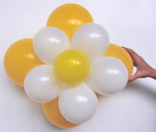 ballonblumen set blumen aus luftballons gelb wei 5 st ck ballonblumen sets do it. Black Bedroom Furniture Sets. Home Design Ideas