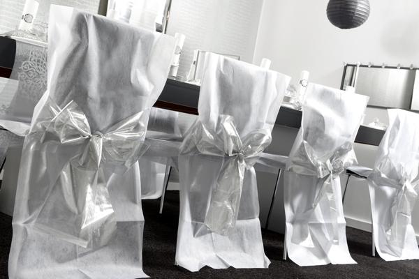 ballonsupermarkt 4 stuhlhussen wei mit silberner schleife silberne hochzeit. Black Bedroom Furniture Sets. Home Design Ideas