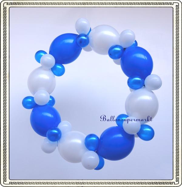 Girlandenkranz aus blau-weißen Luftballons, Dekoration bayrische Wochen, Oktoberfest