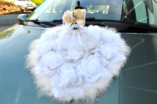 Autodekoration Hochzeit Grosses Herz Mit Hochzeitsbarchenpaar Auf