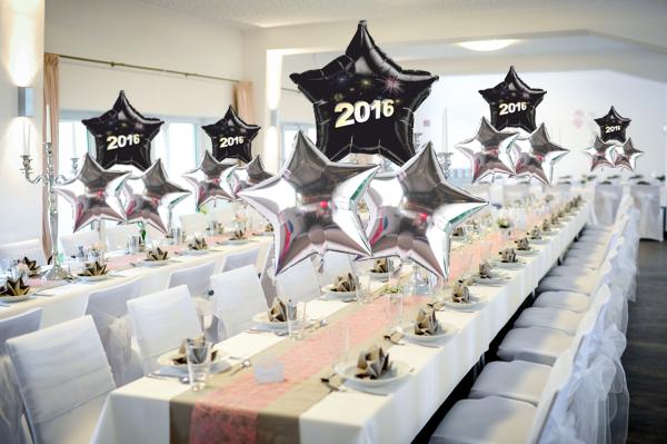 dekoration-silvester-silber-schwarzes-bouquet-2016