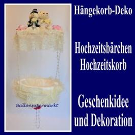 haengekorb-dekoration-hochzeit-baerchenpaar-mit-rueschen-geschenkkorb-dekoration-hochzeit