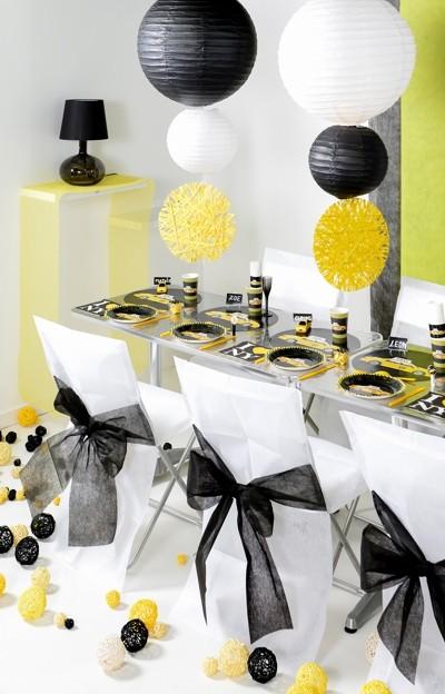 Ballonsupermarkt 10 stuhlhussen wei mit Tischdeko gastronomie