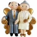 Goldhochzeitspaar auf dem Sofa, Hochzeitsdeko, Goldene Hochzeit