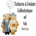 Foto-, Tischkartenhalter, Goldhochzeitspaar auf Sofa, Dekoration zur Goldenen Hochzeit
