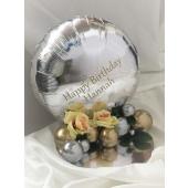 Tischdeko Happy Birthday beschriftet mit Namen und Jahreszahl