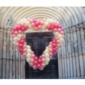 Großes Luftballon-Herz zur Hochzeit