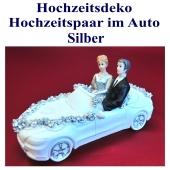 dekoration-hochzeit-hochzeitspaar-im-auto-silber