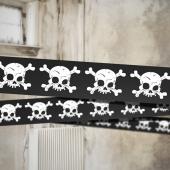 Absperrband mit Totenschädeln zu Halloween