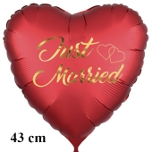 Just Married. Golden letters and hearts. Herzluftballon aus Folie zur Hochzeit, 43 cm, satinrot