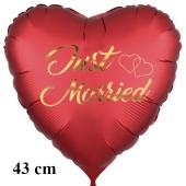 Just Married. Golden letters and hearts, Herzluftballon in Satinrot, 43 cm, mit Helium schwebend