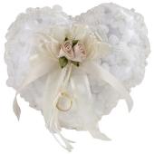 Herzförmiges Ringkissen in Créme mit Perlen, Blumen und Ring