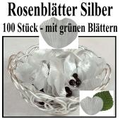 Silberne Rosenblätter mit grünen Blättern