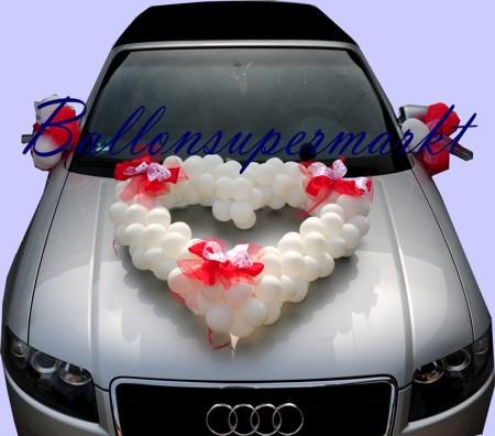Weisse-Herzdekoration-Hochzeit-Auto
