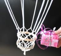 Die Geschenkidee: Fesselballon mit Geschenk im Korb