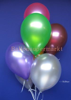 Luftballons in silbernen Metallicfarben
