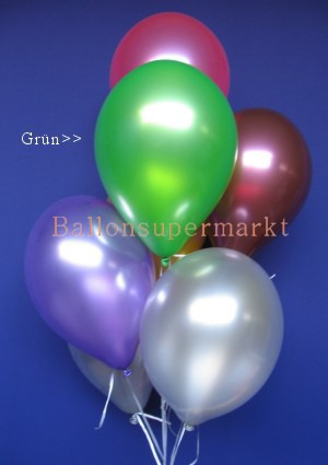 Metallicfarbene Luftballons in Grün