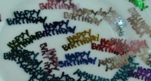 Tischdeko-Konfetti-Geburtstag-Happy-Birthday