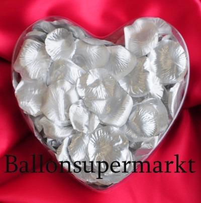 Rosenblätter in Silber zur Hochzeit