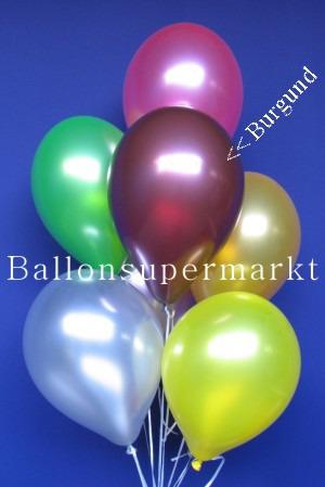 Metallicfarbene Luftballons in Burgund