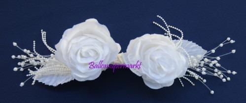 Weisse-Rosenblueten-Tischdeko-Perlen