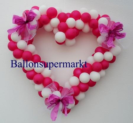 Herz-aus-Luftballons-Autodeko-Hochzeit-rot-weiss