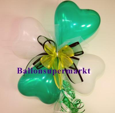 Ballondekoration-Herzballons-mit-Ringelband-und-Zierschleife-in-Gruen-Weiss