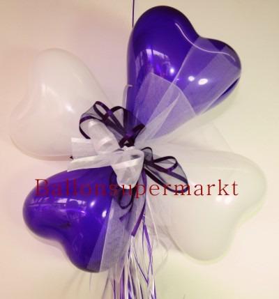 Ballondekoration-Herzballons-mit-Ringelband-und-Zierschleife-in-Violett-Weiss