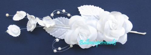 Kleines-Hochzeitsgesteck-aus-weissen-Blueten