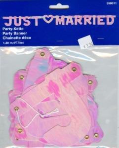 Dekoration zur Hochzeit mit dem Hochzeitsbanner Just Married in Perlmutt