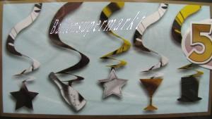 Silvesterdekoration zur Silvesterparty mit hängenden Swirls