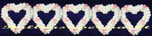 Hochzeit-Dekoration-Herz-aus-Luftballons-Farbe-Weiss-Zierschleifen