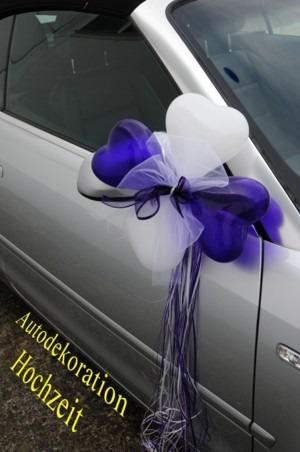 Hochzeitsauto-Dekoration-mit-Mini-Herzluftballons