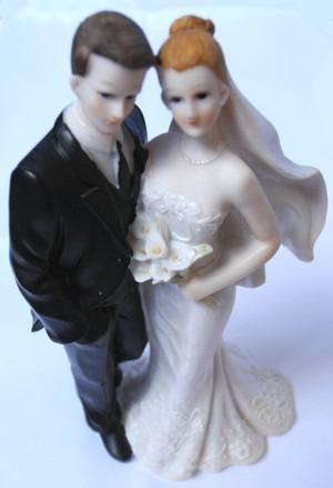 Hochzeitsdeko-grosses-Hochzeitspaar-Tischdekoration