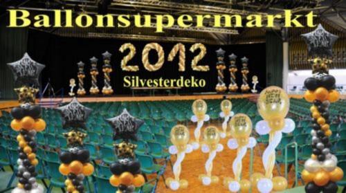Silvester Dekoration, Luftballons, Bühnendekoration, Hallendekoration, Silvester-Luftballons dekoriert im Festsaal