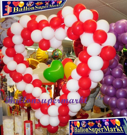 Hochzeit-Dekoration-Herz-aus-Luftballons-Rot-Weiss-vom-Ballonsupermarkt