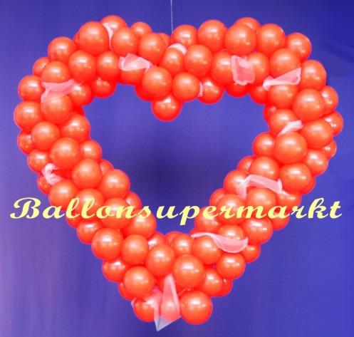 Herz-aus-Luftballons-in-Rot-Dekoration-Hochzeit