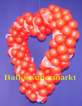 Hochzeitsdekoration-Rotes-Herz-aus-Ballons