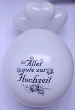Hochzeitsdeko mit Riesenballonen und Herzluftballons