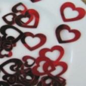 Konfetti zum Thema Liebe, Dekorationsideen, Tischdekorationen mit Liebeskonfetti