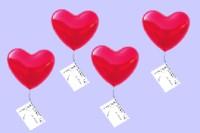 Hochzeitsballons schweben am Hochzeitstag in den Hochzeitshimmel