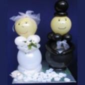 Glückliches Hochzeitspaar aus Luftballons